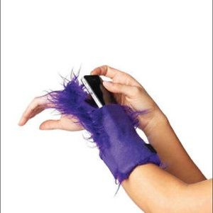 Accessories - FURRY WRIST WALLET O/S